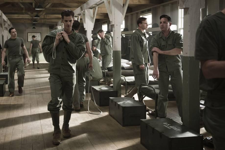 Andrew Garfield como o novato Desmond Doss