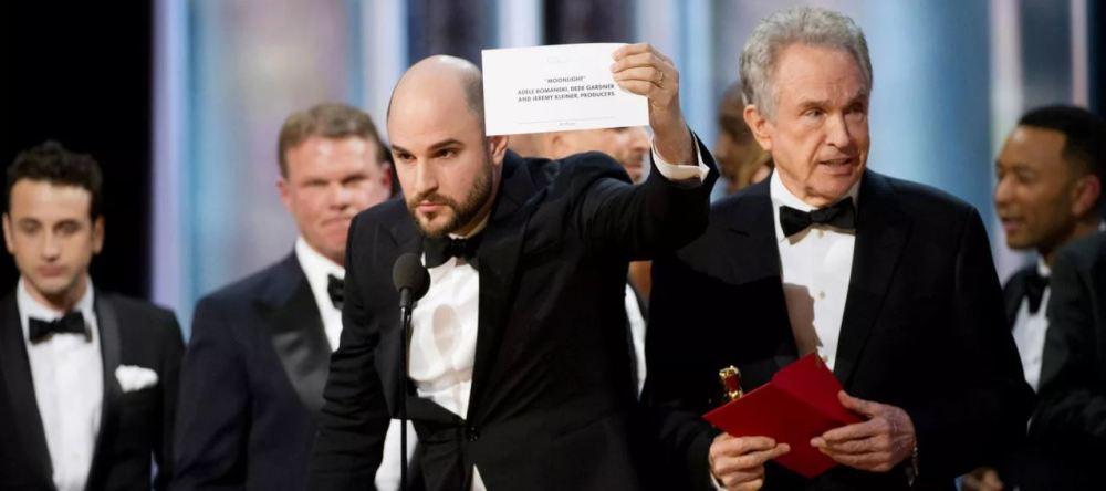 Jordan Horowit exibe o real vencedor da noite: Moonlight